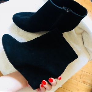Chinese Laundry Black Wedge Booties *NEW* ‼️
